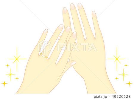 結婚指輪 両手 金 キラキラ 49526528