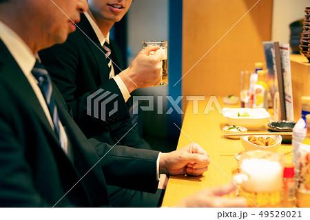 居酒屋 サラリーマン ビジネスマン 49529021
