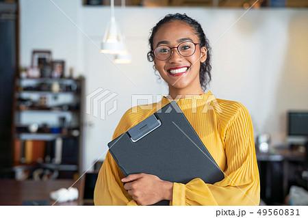 オフィス 黒人女性 49560831