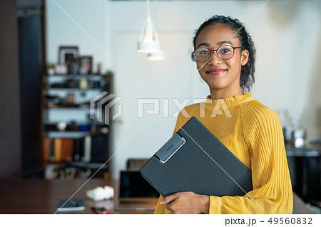 オフィス 黒人女性 49560832