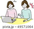 パソコンをする中年女性 49571064