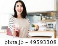女性 カフェ 人物の写真 49593308
