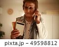 女性 シニア 電話の写真 49598812