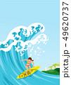 夏の海で波に乗る女性サーファー 、コピースペースあり 49620737