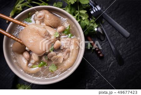 台灣 小吃 花生豬腳湯 pork knuckle soup ピーナッツ 豚足 スープ トップビュー 49677423