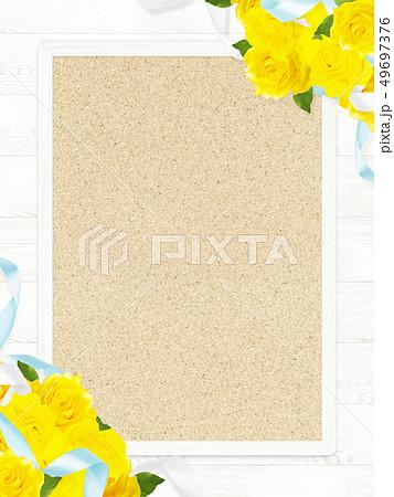 背景-バラ-黄色-父の日-木目-フレーム-コルクボード 49697376