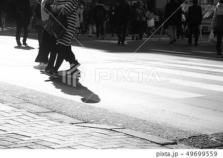 新宿の雑踏のイメージ 49699559