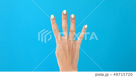 Closeup female hand counting from 0 to 5 49715720