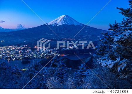 《山梨県》富士山・雪山から望む夜明けの瞬間 49722393