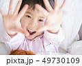女の子 子供 ライフスタイル 49730109