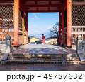 写真ポーズをとる外国人観光客 清水寺 49757632