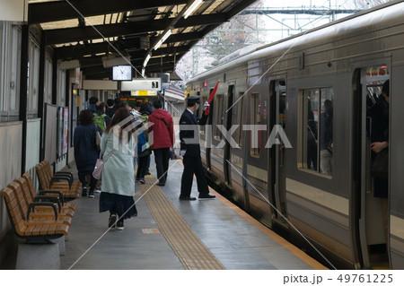 京王井の頭線 井の頭公園駅に停車する1000系 49761225
