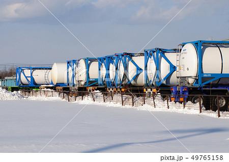 北海道の牛乳タンクローリー 49765158