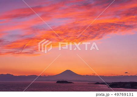富士山と江の島の夕日コラボレーション(湘南 大崎公園) 49769131
