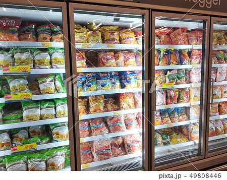 Packed chicken nugget in display chiller 49808446