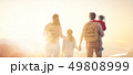 ファミリー 家族 子供の写真 49808999