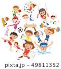 楽しくスポーツをしている人々 49811352
