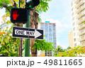 道路標識と信号(ハワイ) 49811665