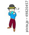 オカリナを吹く男性 49820457