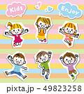 子供 グループ 白フチ 49823258