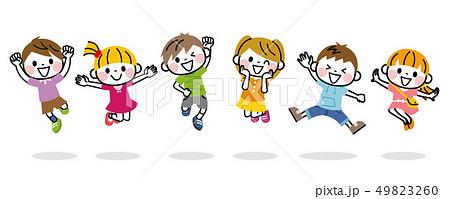 ジャンプする子供たち 49823260
