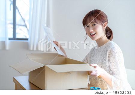 女性 ライフスタイル 荷物 49852552