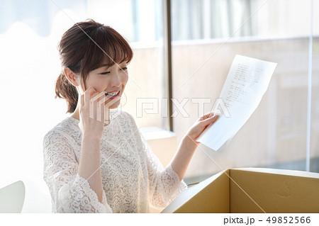 女性 ライフスタイル 荷物 49852566