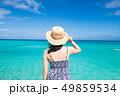 沖縄の海と女性 一人旅  49859534