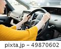 自動車のハンドルを握る手元 運転する日本人女性 ドライブ 49870602