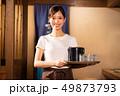 居酒屋でアルバイトする女の子 49873793