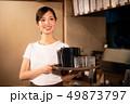 居酒屋でアルバイトする女の子 49873797