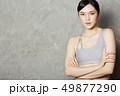 女性 スポーツウェア 若い女性の写真 49877290