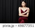 ポートレート 女性 ドレスアップの写真 49877351