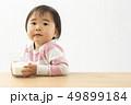赤ちゃん 女の子 女児の写真 49899184