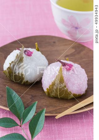 紅白の桜餅 49934943