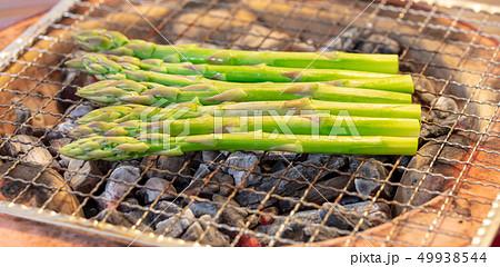 アスパラガスの炭焼き(炭焼き・網焼き・七輪・一人・宅飲み・バーベキュー・BBQ・焼肉・牛肉 49938544