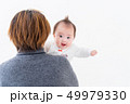 赤ちゃん 抱っこ 女の子 49979330
