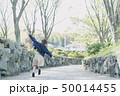 走る 女性 歩くの写真 50014455