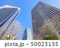 高層ビルと青空 50023135