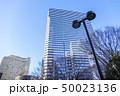 高層ビルと青空 50023136