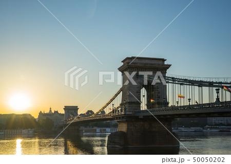 Sunrise in Budapest with Chain Bridge and Danube 50050202