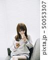 女性 アジア人 携帯の写真 50053307