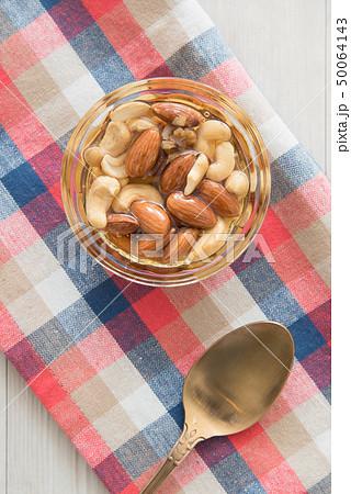 ナッツの蜂蜜漬け 50064143