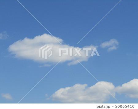 3月の青い空と白い雲 50065410