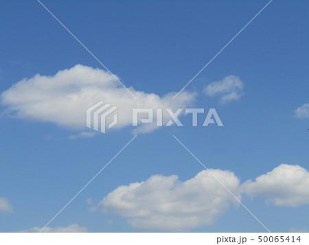 3月の青い空と白い雲 50065414