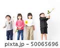 家で遊ぶ子どもたち 50065696