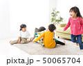 家で遊ぶ子どもたち 50065704
