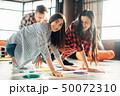 仲間 学生 グループの写真 50072310