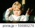 女児 子供 日差しの写真 50080270