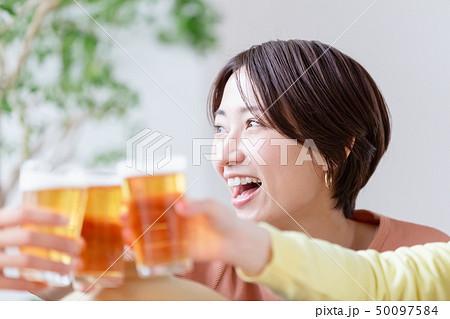 乾杯 ビール 宅飲み 昼飲み 50097584
